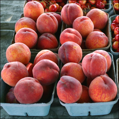 Peaches by La Grande Farmers' Market on Flickr.  Used under the granted Creative Commons License 2.0 Attribution.