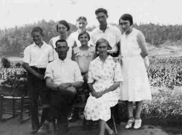 back row L to R  Herbert, Bennie Zue, George Ann, Milas Lavator Jr.,  John Hollis, Sammie Sue.  Front row L to R Lavator, George Ann, Ollie Belle